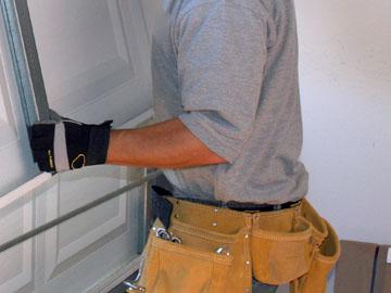 Repairs and servicing of doors and motors in Randburg, Roodepoort, Sandton & Fourways. Garage Doors Automation